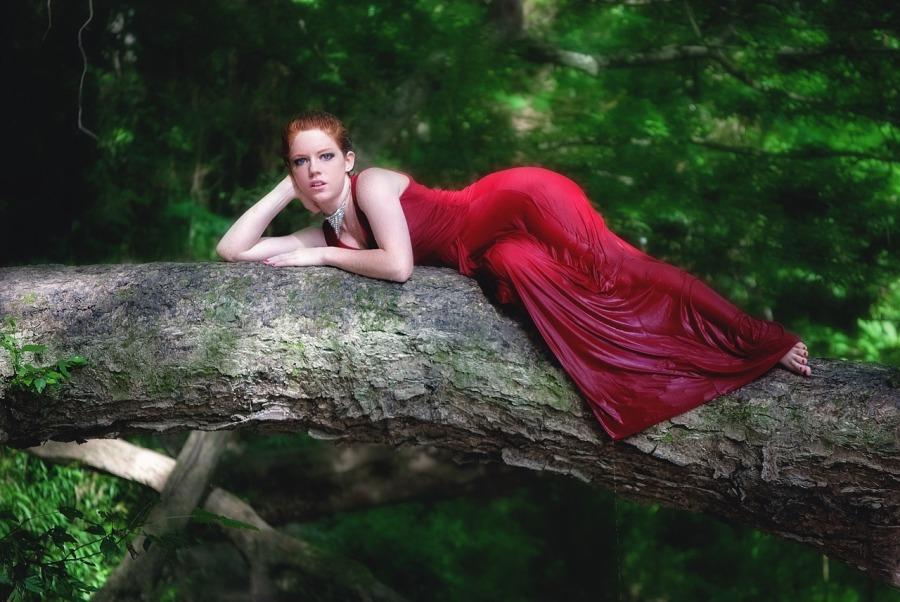 Biżuteria srebrna do czerwonej sukienki